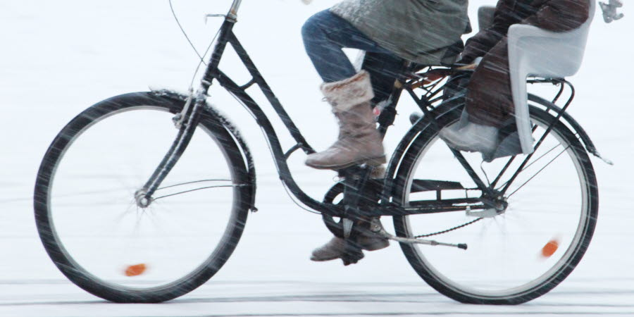 cykel med barnsadel i vinterväglag