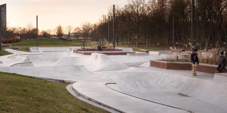 Gropar och hinder i betong för skateboards och kickbikes.